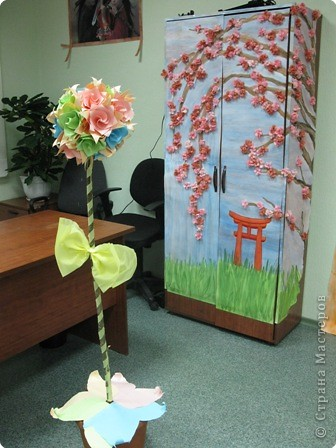 """Кусудаму решили не вешать а """"посадить"""" на ветку дерева, получился японский садик :-) на заднем плане шкаф-сакура. фото 1"""
