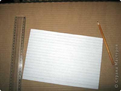 Нам понадобится лист зеленой бумаги. Хотя, если вы предпочитаете красную, или, скажем желтую елку, то возьмите лист бумаги соответствующего цвета. фото 2