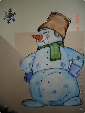 Скоро, скоро Новый год!  Он торопится, идет!  Постучится в двери к нам:  Дети, здравствуйте, я к вам!  Праздник мы встречаем,  Елку наряжаем,  Вешаем игрушки,  Шарики, хлопушки...  фото 20