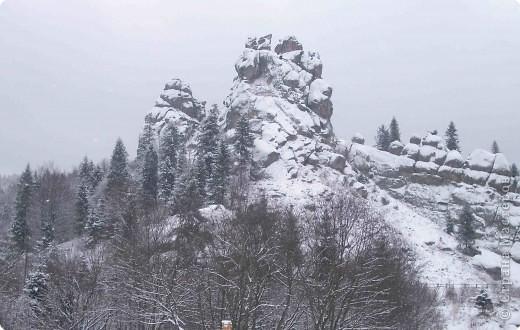 Виолетта Афуксениди  Туман прилег на горные вершины И сыпет серебристой мишурой. Поднялся он из призрачной долины, Где шевелился будто бы живой. фото 6