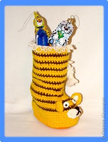 Вязание крючком: Тигровый сапожек с Новогодними подарками