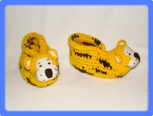 Вязание крючком: Тигровые тапочки-лапочки