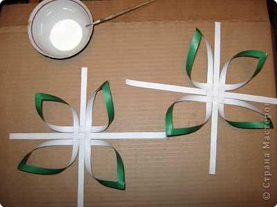 Нам понадобится лист зеленой бумаги. Хотя, если вы предпочитаете красную, или, скажем желтую елку, то возьмите лист бумаги соответствующего цвета. фото 9