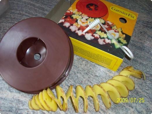 Приготовить фарш для тефтелек. Скатать шарик в серединку положить виноградинку, сварить в воде, вынуть. обсушить обмазать филадельфией, можно сметаной густой и обсыпать порезанным зелёным луком или укропом . Очень вкусные. фото 4