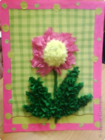 Эту работу в подарок маме выполнила ученица 5 класса. И цветок, и листья  на пластилиновой основе.