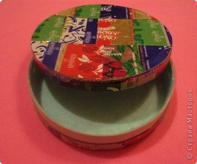 Материалы:коробочка из-под сыра,фантики,картон,ткань фото 2