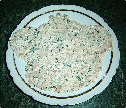 """Для приготовления салата """"тигренок"""" нам понадобится: * 3 куриных окорочка * 300 г. свежих шампиньонов * яйца - 7шт. * огурцы маринованные, (если корнишоны, то понадобится штук 15) * лук репчатый - 1 шт. * морковь - 2 шт. * зелень( укроп и петрушка) * майонез  фото 5"""