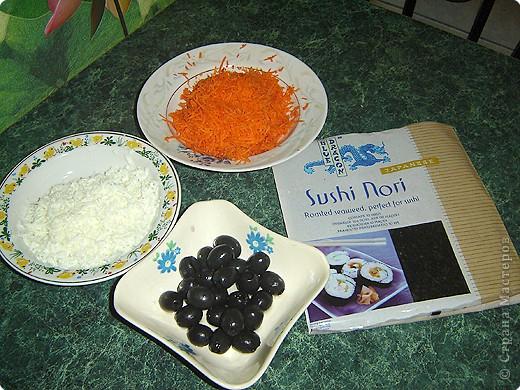 """Для приготовления салата """"тигренок"""" нам понадобится: * 3 куриных окорочка * 300 г. свежих шампиньонов * яйца - 7шт. * огурцы маринованные, (если корнишоны, то понадобится штук 15) * лук репчатый - 1 шт. * морковь - 2 шт. * зелень( укроп и петрушка) * майонез  фото 8"""