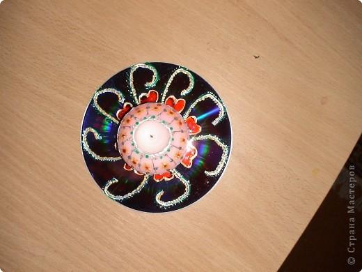 компьютерный диск разрисован витражными красками, свеча так же... фото 1