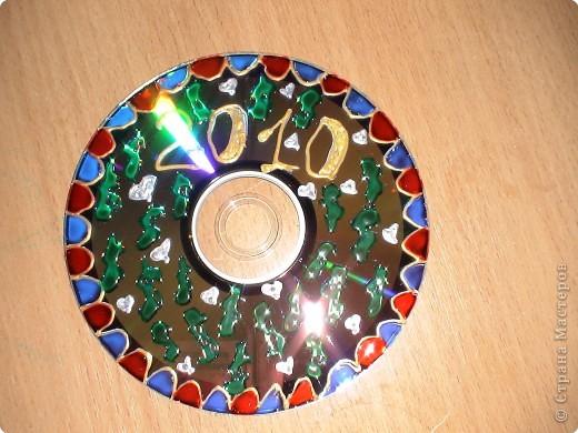 компьютерный диск разрисован витражными красками, свеча так же... фото 4