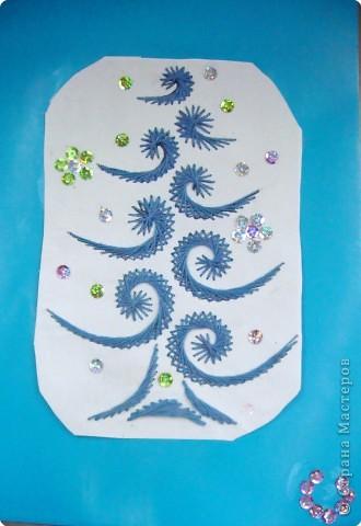 Это наши ёлочки на стенде украшают класс к празднику фото 3