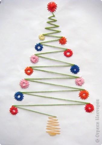 Это наши ёлочки на стенде украшают класс к празднику фото 11
