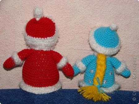 Вязание крючком: Дед Мороз, Снегурочка и Ёлочка. фото 2