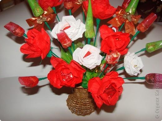 Вот такой подарок мы с дочкой сделали на день рождения любимой учительнице.Она любит цветы и сладкое,решили дарить 2 в 1.:))) фото 2