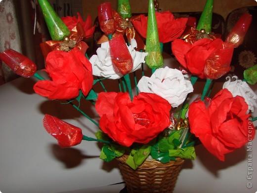 Вот такой подарок мы с дочкой сделали на день рождения любимой учительнице.Она любит цветы и сладкое,решили дарить 2 в 1.:))) фото 3