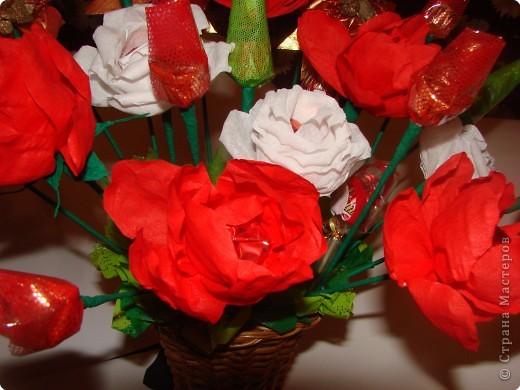 Вот такой подарок мы с дочкой сделали на день рождения любимой учительнице.Она любит цветы и сладкое,решили дарить 2 в 1.:))) фото 4