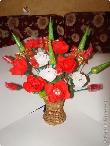 Вот такой подарок мы с дочкой сделали на день рождения любимой учительнице.Она любит цветы и сладкое,решили дарить 2 в 1.:))) фото 1