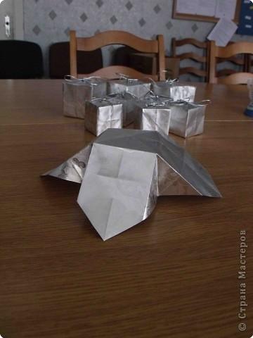 Очень простые коробочки. Для своих коробочек я выбрала подарочную бумагу (на ней не выделяются складки, полученные при сложении) фото 6
