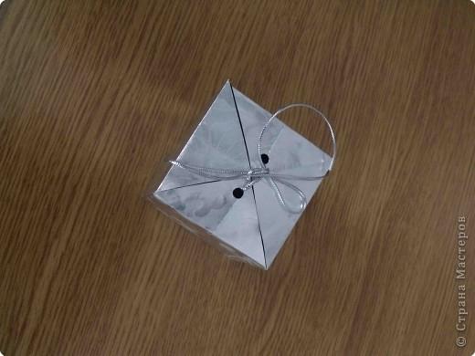 Очень простые коробочки. Для своих коробочек я выбрала подарочную бумагу (на ней не выделяются складки, полученные при сложении) фото 9