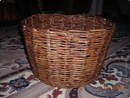 Моя первая работа  по плетению  рамочки из газеты фото 3