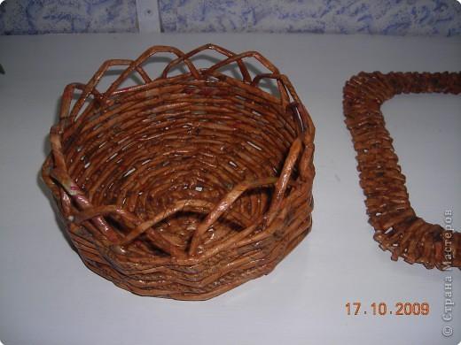 Моя первая работа  по плетению  рамочки из газеты фото 4