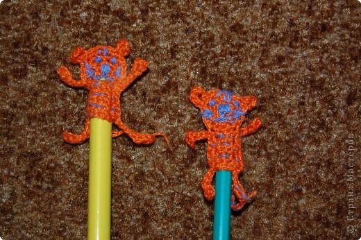 Вязание крючком: украшение на ручку фото 1