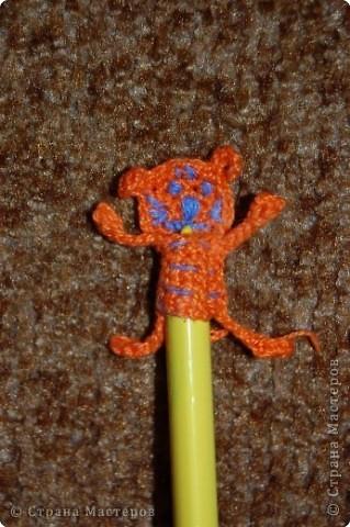 Вязание крючком: украшение на ручку фото 2