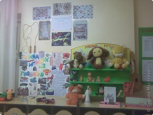 В нашем садике проводилась неделя игр и игрушек. И я решила воскресить в памяти игрушки советского времени, те игрушки, в которые играли еще наши мамы и бабушки:) Получилась вот такая выставка:) фото 1