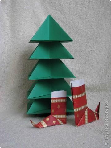 Во всем мире перед рождеством вешают чулок для подарков. Можно сделать оригамный  Рождественский чулок. фото 15