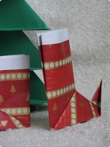 Во всем мире перед рождеством вешают чулок для подарков. Можно сделать оригамный  Рождественский чулок. фото 1