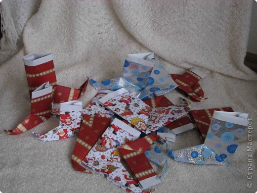 Во всем мире перед рождеством вешают чулок для подарков. Можно сделать оригамный  Рождественский чулок. фото 2