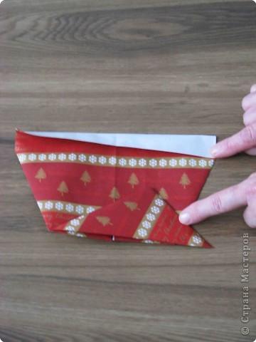 Во всем мире перед рождеством вешают чулок для подарков. Можно сделать оригамный  Рождественский чулок. фото 7