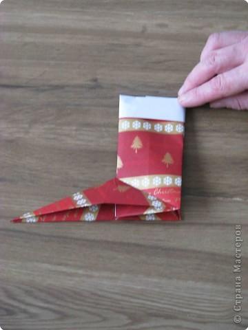 Во всем мире перед рождеством вешают чулок для подарков. Можно сделать оригамный  Рождественский чулок. фото 10