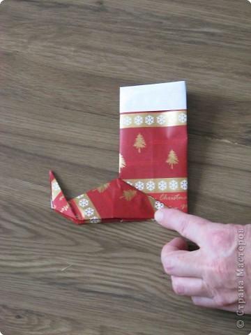 Во всем мире перед рождеством вешают чулок для подарков. Можно сделать оригамный  Рождественский чулок. фото 11