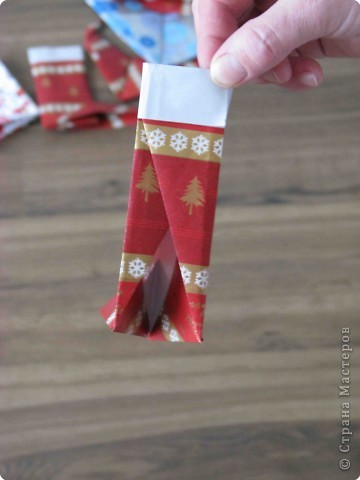 Во всем мире перед рождеством вешают чулок для подарков. Можно сделать оригамный  Рождественский чулок. фото 12