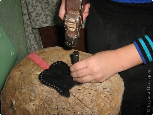 Аппликация: Изготовление новогоднего сувенира из кожи - футляра для ключей фото 9