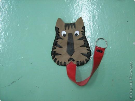 Аппликация: Изготовление новогоднего сувенира из кожи - футляра для ключей фото 11