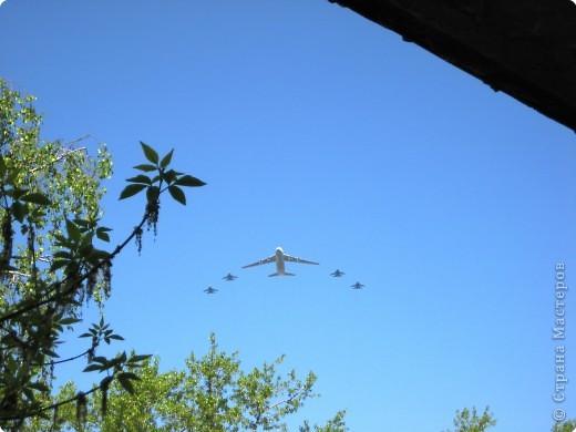 Интересно наблюдать за тем, как над твоим домом пролетают такие гиганты. фото 2