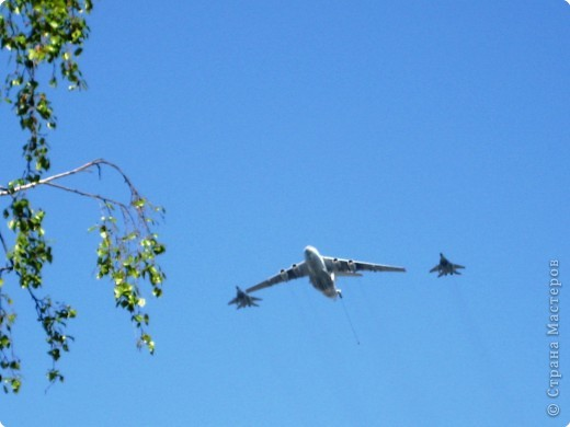 Интересно наблюдать за тем, как над твоим домом пролетают такие гиганты. фото 4