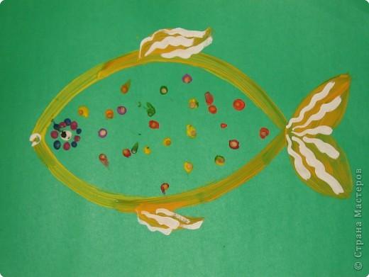 Гусеничка. Катали шарики, потом их расплющивали пальчиками, вставляли ножки-зубочистки фото 4