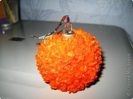 Торцевание на пластилине: новогодний шарик фото 1
