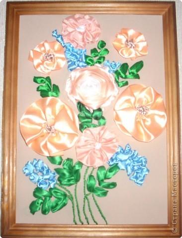 1).Ширина ленты зависит от вашего желания: какой размером желаете сделать цветок (большой, средний...) 2).Длина 25 - 35 см. 3).Подбор ткани для основы по качеству и цвету - это тоже ваше желание. На первом фото показан срезанный край ленты, чтобы удобно было вставлять в иглу. фото 16