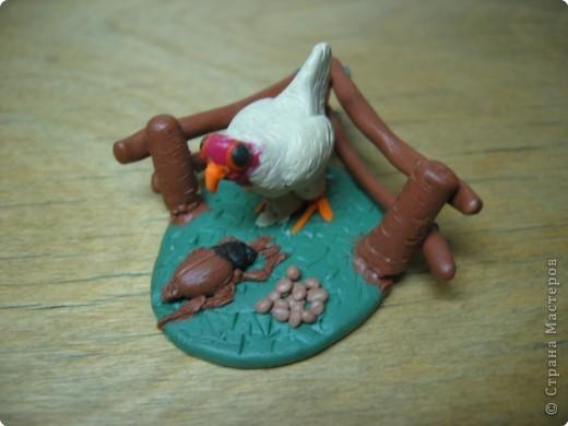 Лепка: Цыпленок из пластилина. Размер 2х2 см. фото 2