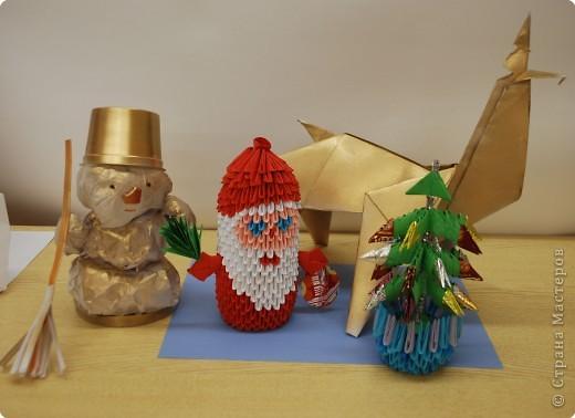 """Ученики кружка""""Оригами"""", руководитель Сайфутдинова Альфия Фазаловна, поздравляют всех с Новым Годом!"""