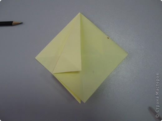 Перебирала дома запасы бумаги, смотрела, может докупить пора – нашла листик немного бракованный с точечкой какой-то. Хотела выкинуть, а потом подумала, что покажу ка я на нем как делать рождественские колокольчики. Где и когда научилась не помню, а  так может кому пригодится. Подсказали. Вот ссылка на сайт со схемой этого колокольчика  http://oriland.com/studio/diagram.asp?category=plants&model=bell&page=1&...  Автор Юрий Шумаков.  фото 19