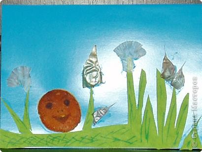 Аппликация: колобок из апельсиновых корок среди часночных зарослей
