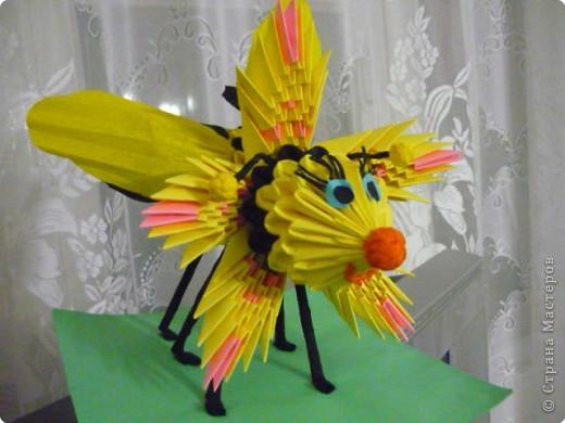 Симпатяга пчелка фото 1