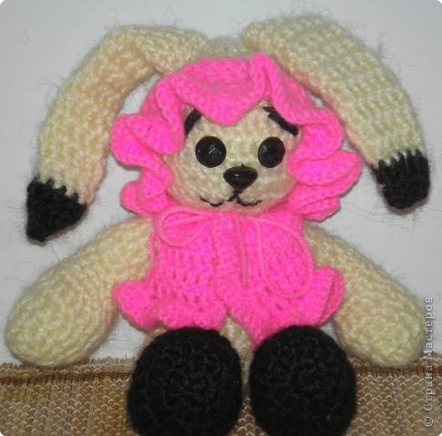 Вязание крючком: Зайка модница