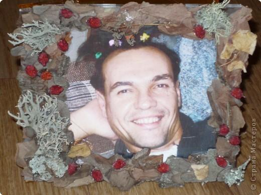 Эта рамка сделана из упаковки от CD диска, картона, ягоды рябины и засушенных роз. фото 2