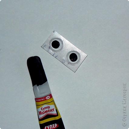 """Что потребуется: 1.Старые блистерные упаковки от таблеток (промыть-просушить, очистьить от """"фольги""""). 2. Супер-клей. 3. Половинки горошин. 4. Ножницы. 5. Кусок бумаги. 6. Маркер (или краски). фото 5"""